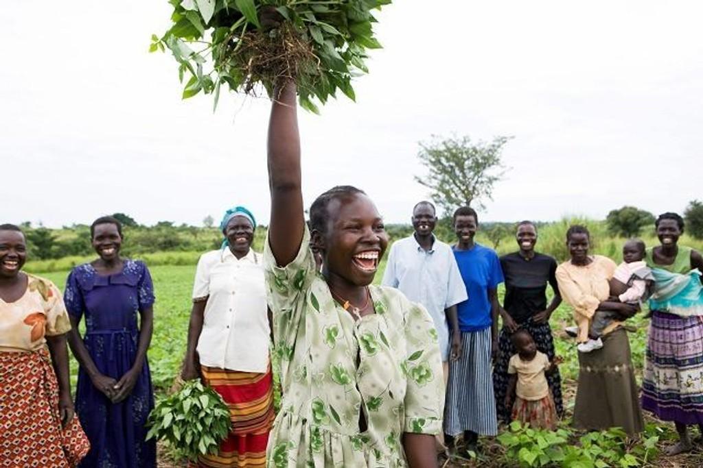 CARE starter opp prosjekter hvor kvinner lærer å spare og låne penger, lese og skrive, samt hvordan de kan starte opp en inntektsgivende virksomhet. FOTO: TV-AKSJONEN