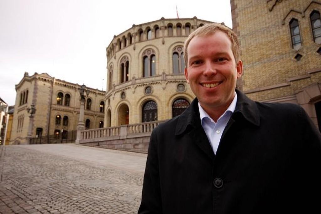 Håkon Haugli (Ap) benyttet jomfrutalen på Stortingets talerstol til å fokusere på Oslo. FOTO: HEGE BJØRSNDATTER BRAATEN