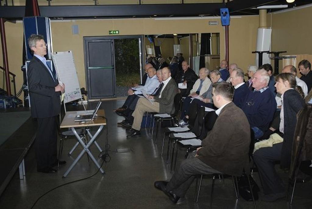 BU-leder Carl Oscar Pedersen oppfordret sterkt deltakern å tenke nytt. Foto: Vidar Bakken