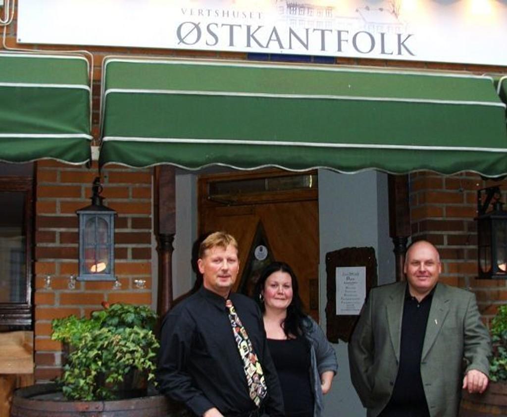 Østkantboer Agnete M. Kirkevaag flankert av bakmennene Oddvar Kolltveit og Pål Inge Ransted.