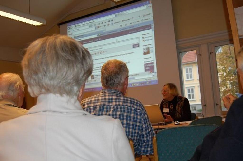 Dataklubben på Frogner/Skillebekk seniorsenter tar grep om teknologien.
