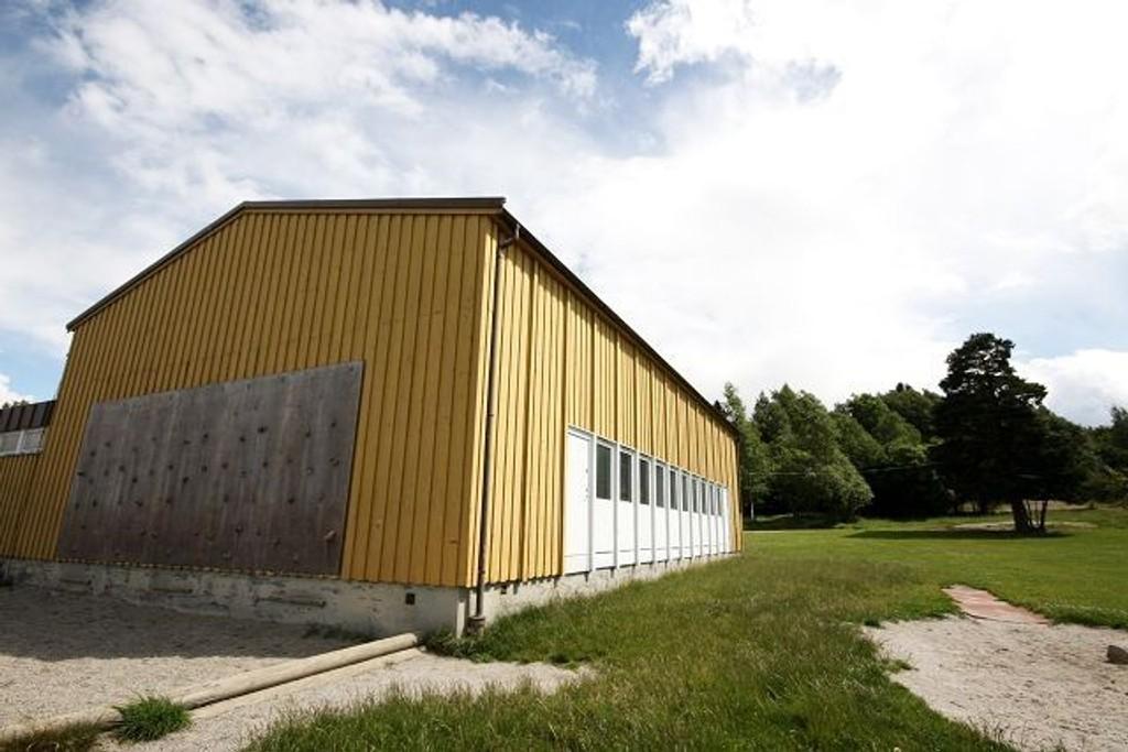 Gymsalen på Ekeberg skole må rives på grunn av råte og sopp, men det kan ta lang tid før den erstattes med den planlagte flerbrukshallen. Arkivfoto