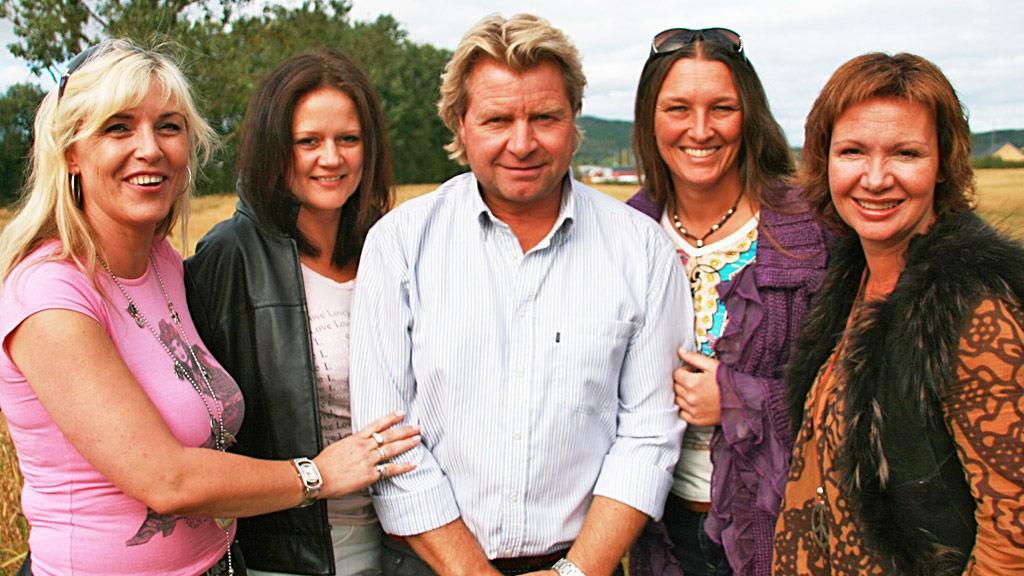 Carl med fire damer. F.v: Sølvi J Heggdal, Aina Larsen, Carl Breen, Grete Nordengen, Ann Maygret Bartnes.