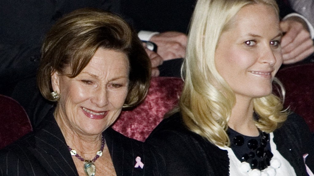 I STRÅLENDE FORM: Både dronningen og kronprinsessen virket å være særdeles klare for ABBA-show torsdag kveld.