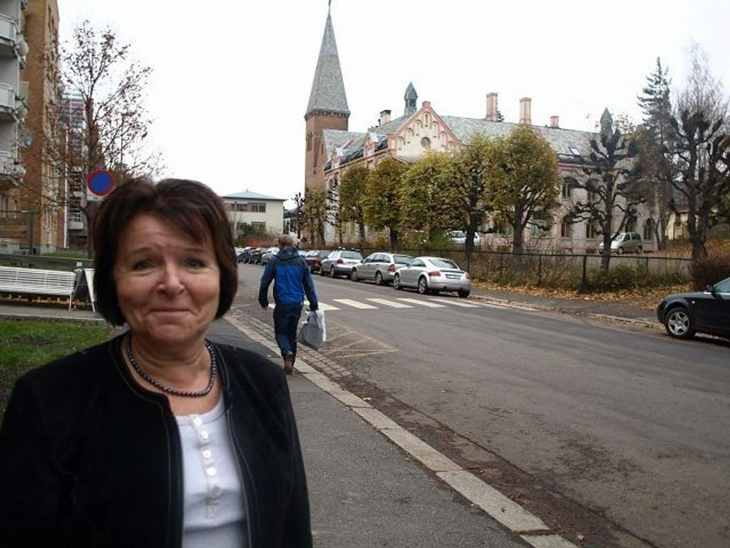 Bydelsdirektør Tone Frønes vil gjerne gjenoppta Familieprosjektet, men håper flere sosialhjelpsklienter vil melde seg på. FOTO: Erik Tangen
