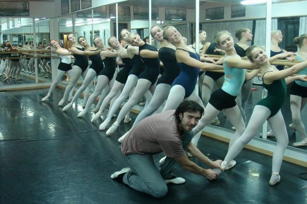 Rustislav Luchnikov er godt likt av samtlige elever ved Den Norske Ballettskolen. FOTO: IRENE AARSET JOHANSEN