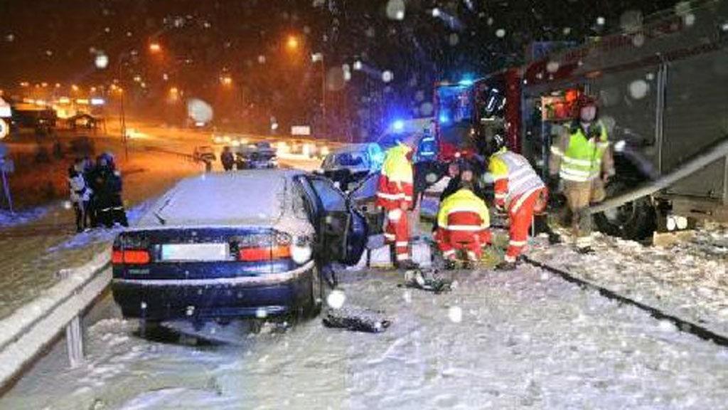 Slik så det ut på ulykkesstedet ved den gamle Svinesundsbrua fredag kveld.