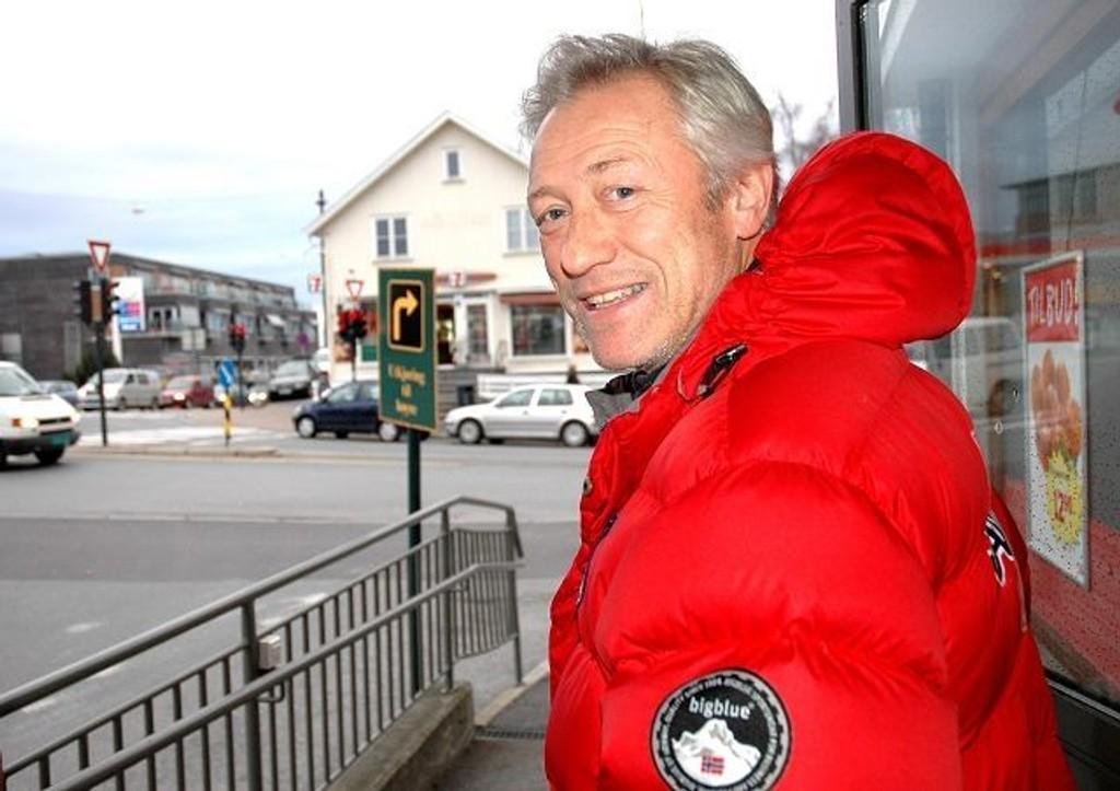 Lars Buer, daglig leder for dynamittjentene til Røa, der han trives aller best, på Røa! Foto: Fredrik Eckhoff