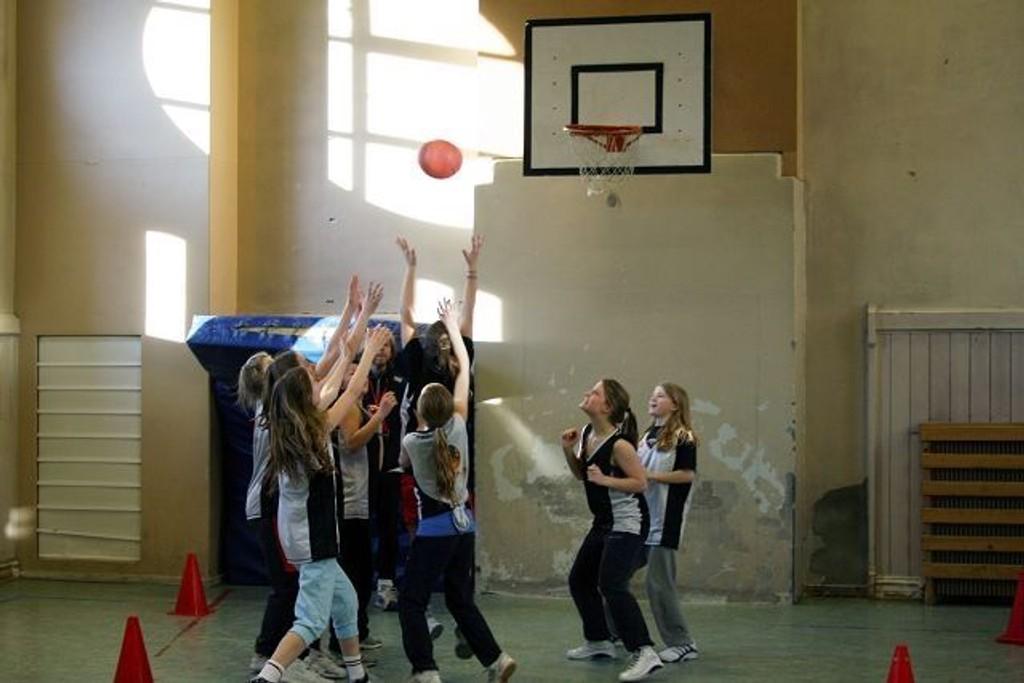 Bislet \Basket, som trener på Ila skole, kan snart drible i ny hall på Marienlyst. BEGGEFOTO ERIK TANGEN