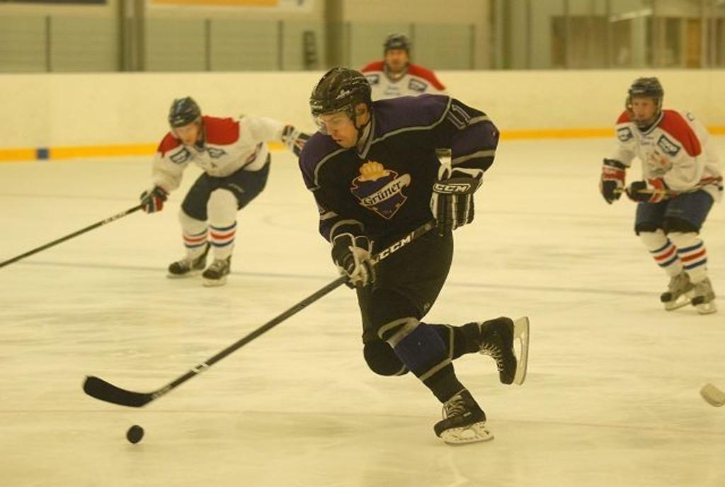 Høyt nivå: Tom-Ivar Thompson har fortsatt mye å bidra med på hockeybanen. Mot Hasle/Løren ble det ny seier for Thompson og lagkameratene.