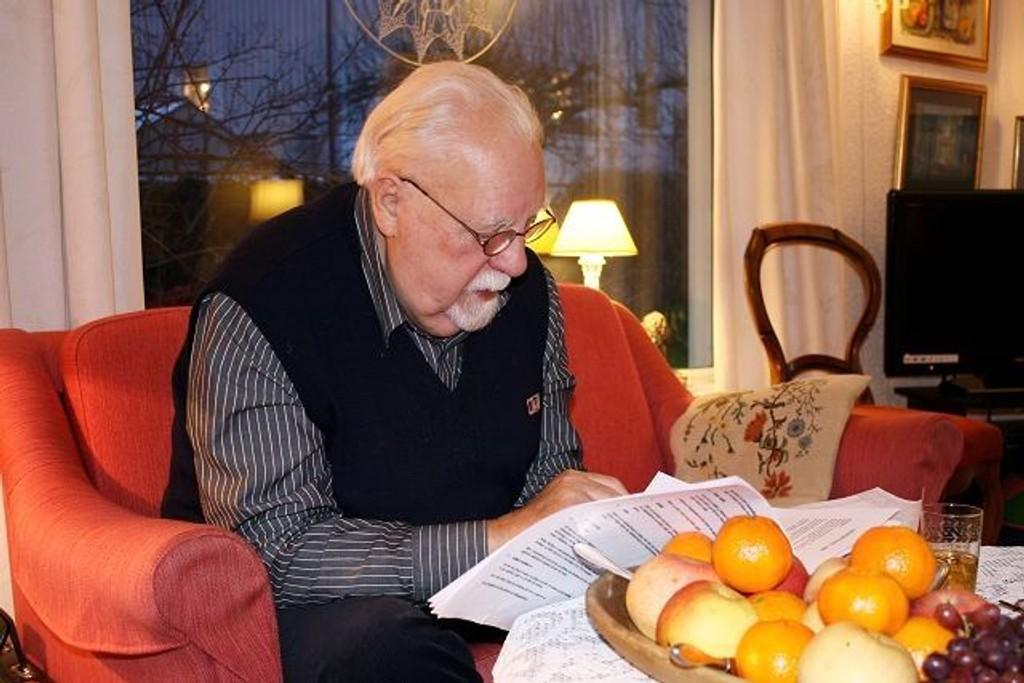 Kjell Dalan (83) ble forskrekket da han leste vedtektene til Seterhøyveien Seniorboligsameie, og så at det var en øvre aldersgrense på 75 år for å kjøpe bolig der.