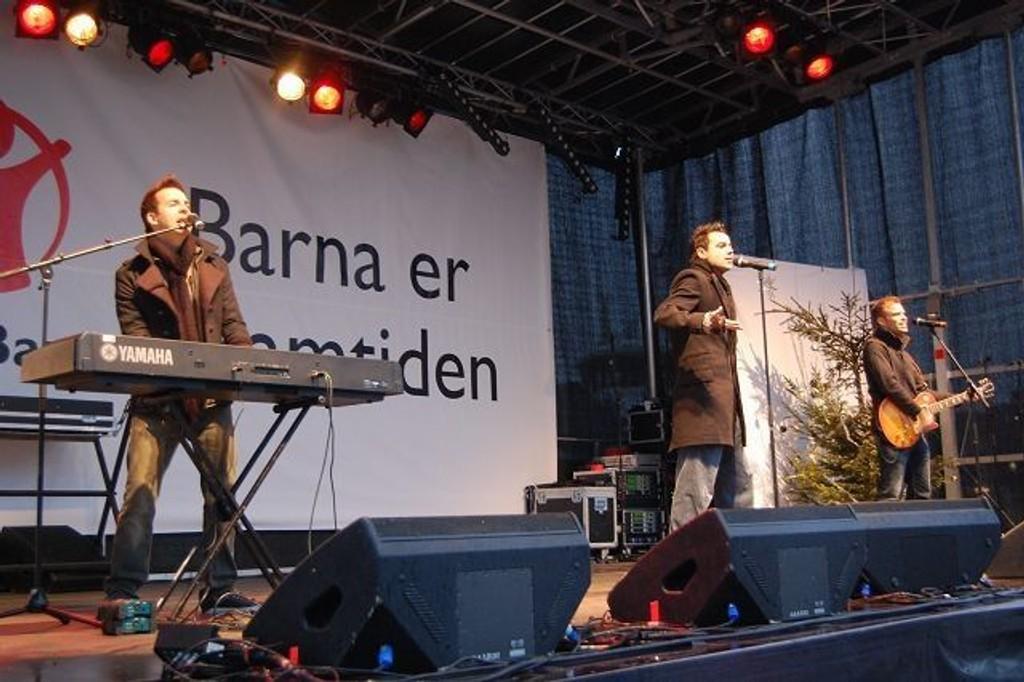 Det var stormende jubel da A1 entret scenen på Rådhusplasen. FOTO: Anita Bakk Henriksen