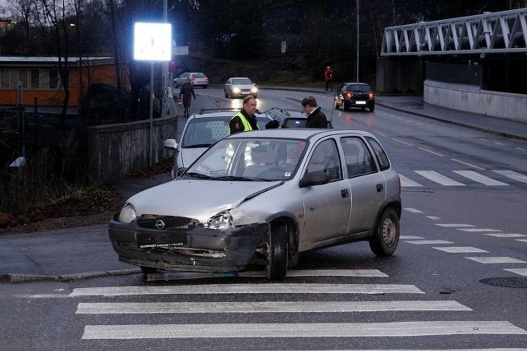 Det var like før klokken 15 i dag at en Opel ikke overholdt vikeplikten og kjørte inn i en Subaru i krysset Nils Hansens vei/Østensjøveien. Begge foto: Øystein Dahl Johansen