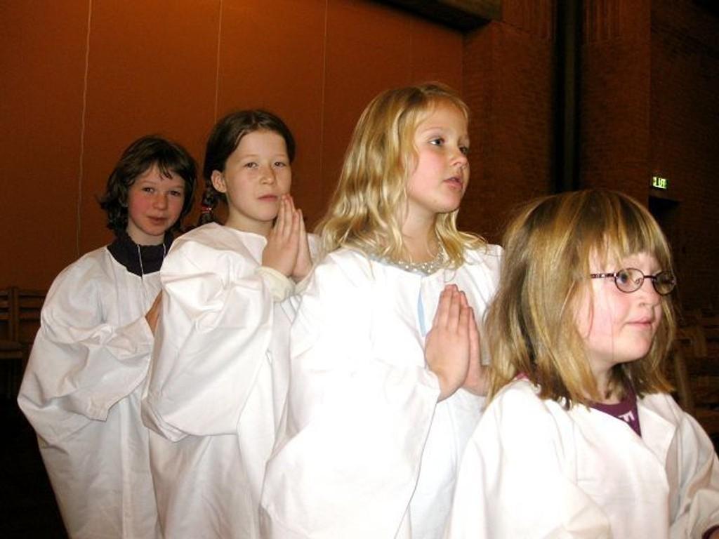 Årets Lucia-dag er på søndag, og da blir det adventsfest i Holmlia kirke. Oline Plesser, Helene Sivertsen, Helene Tveter Kivle, Marlen Reichenbach får med seg mange barn i Lucia-opptoget.