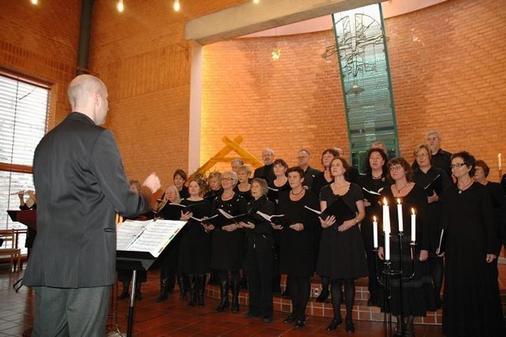 """Prinsdal Sangeri fremførte tradisjonen tro nyttårskonserten """"Ni lesninger"""". Her fra konserten i Holmlia kirke."""