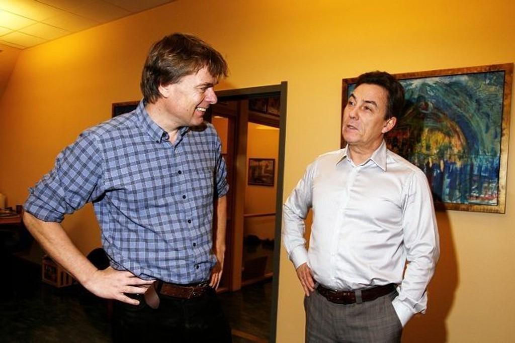 Senterleder Richard Elphinstone og redaktør Ivar Brynildsen gleder seg til å dele ut prisen for Årets navn 2009.