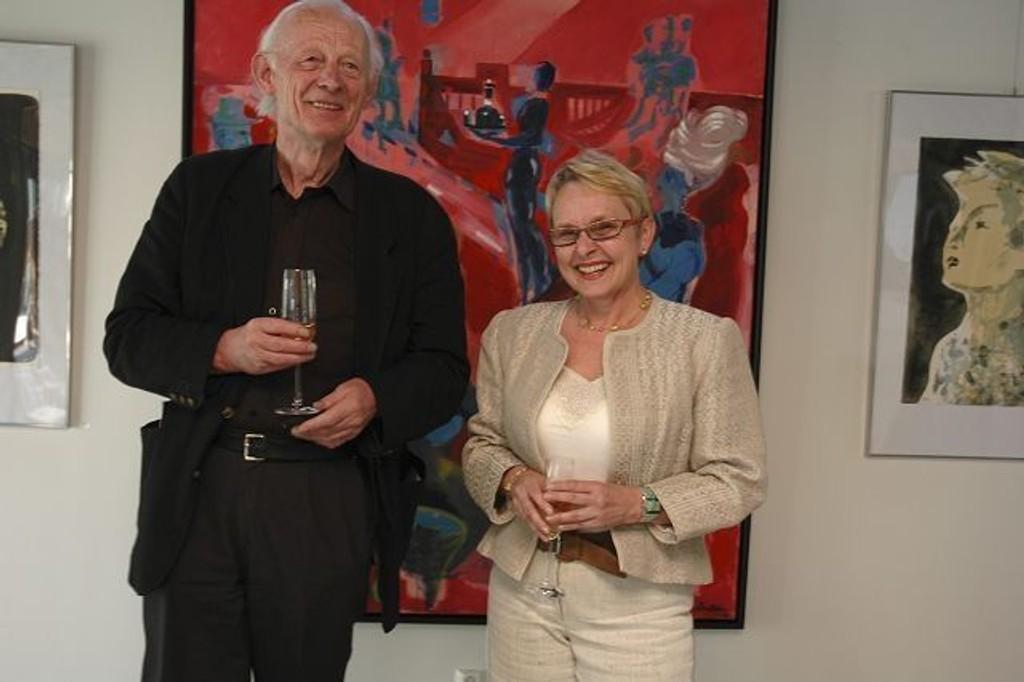 Håkon Bleken, her fra en tidligere utstilling, sammen med Vigdis Moe Skarstein. FOTO: VIDAR BAKKEN