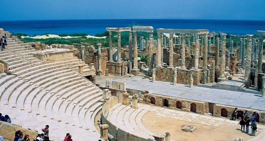 HISTORIE: Libya har slått opp dørene, og besøkende kan blant annet se teateret i den romerske byen Leptis Magna, fra 46 f.Kr. (FOTO: Star Tour)