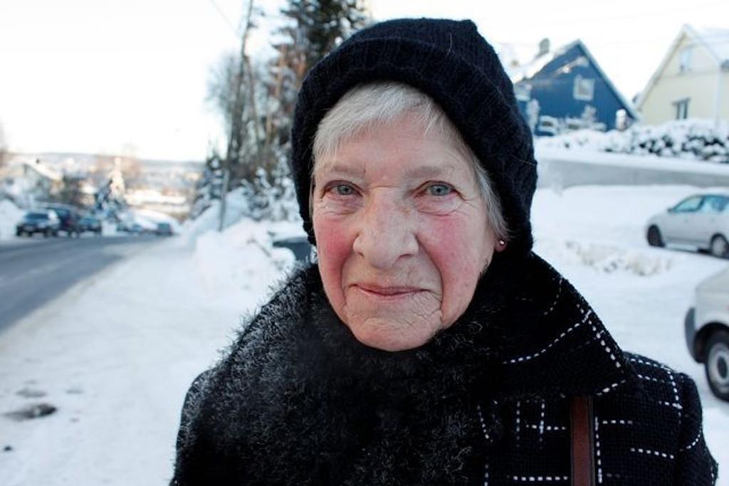 Annemarie Johansen, 70 år, Manglerud: Nei, jeg synes det er deilig, friskt og fint så jeg går turer og koser meg. Det er mye kaldere i Nederland hvor jeg kommer fra.