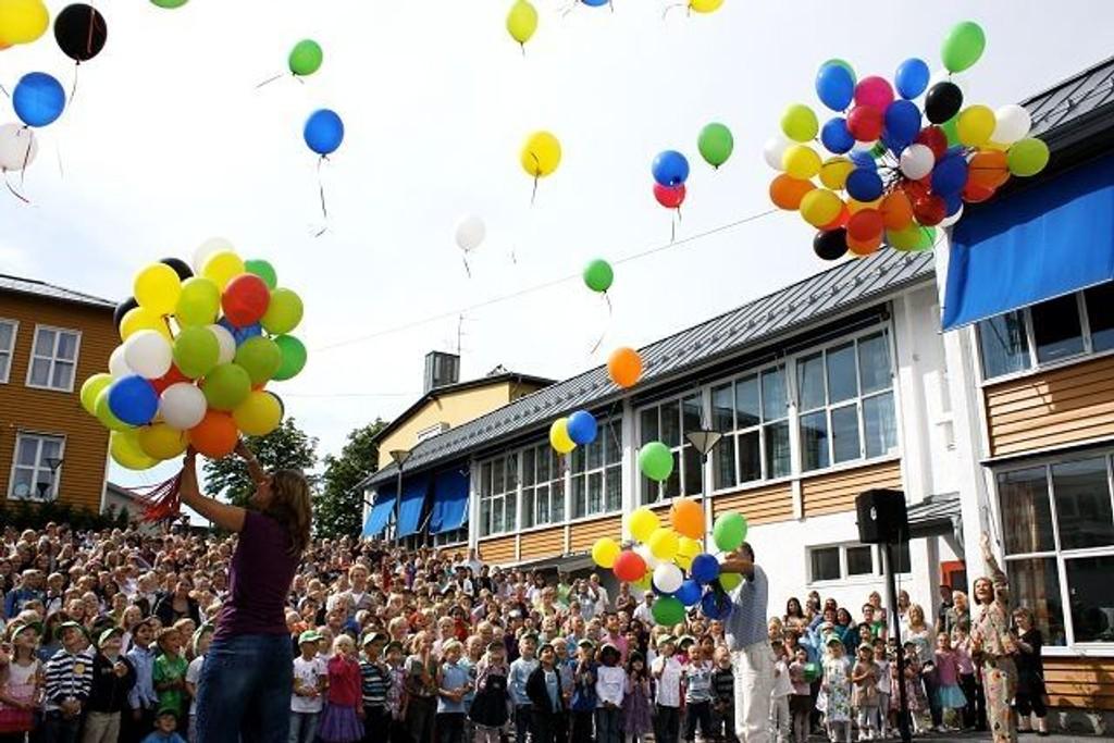 Skolen feiret jubileet gjennom hele 2009. Første skoledag på høsten ble 150 ballonger sluppet til værs. Foto: Trine Dahl-Johansen