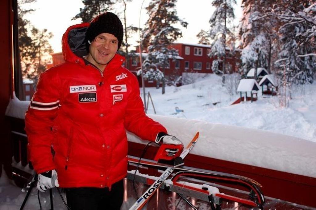 Øystein «Pølsa» Pettersen har det aller best hjemme på Tonsenhagen, og er en stolt groruddøling. – Tenk å vinne OL-gull med Lillomarka skilag på ryggen, drømmer han. Foto: Carina Alice Bredesen