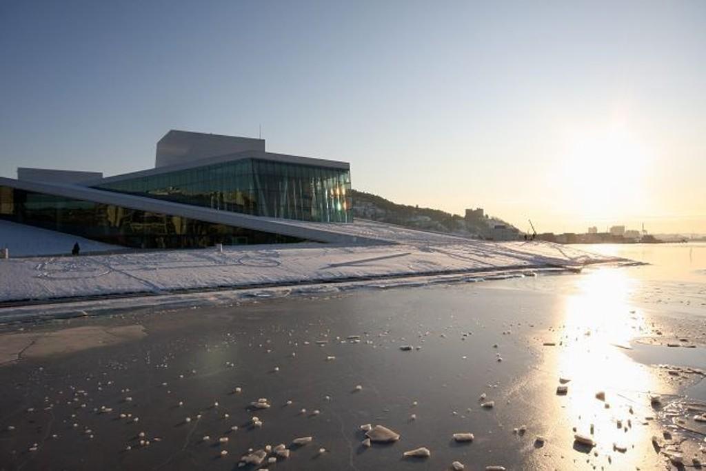 Operaen ser vakker ut i vinterværet, men desverre fører kulden til høyere forurensing i Oslo.
