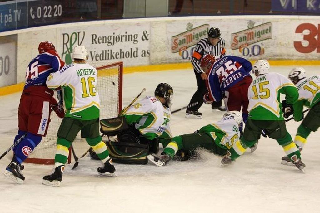 Eliteserien i hockey trekker flere tilskuere enn i fjor. Her fra en kamp mellom Vålerenga og Manglerud Star. (Arkivfoto: C.A. Bredesen)