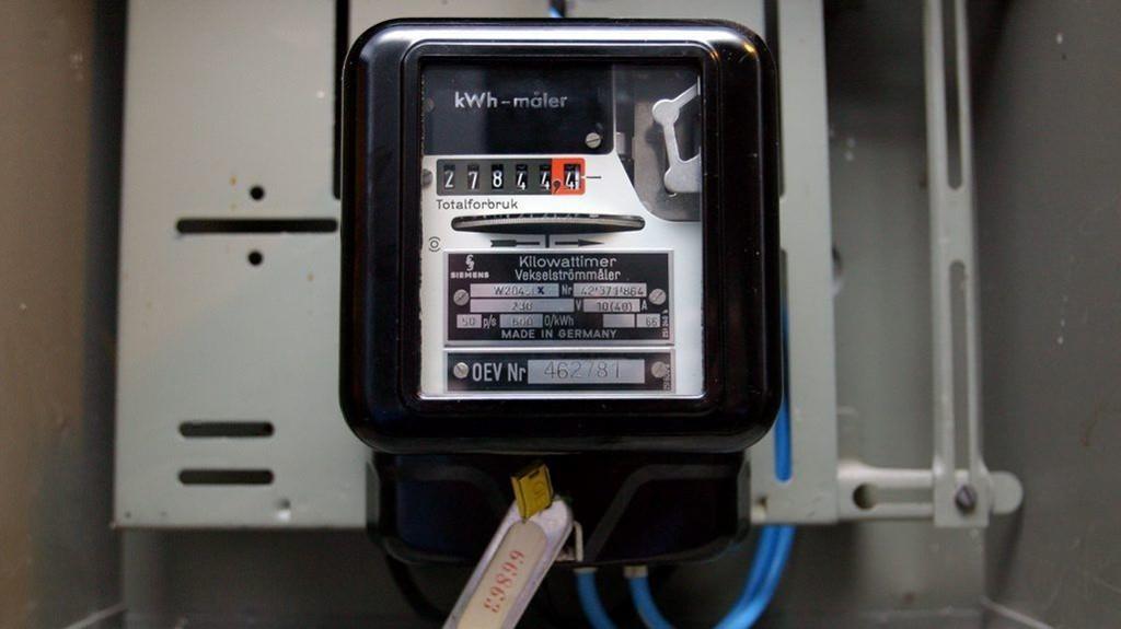 De neste årene skal nordmenn bytte ut strømmålerne sine. Strømforbruket i alle husholdninger skal måles live, for eksempel gjennom mobilnettet.
