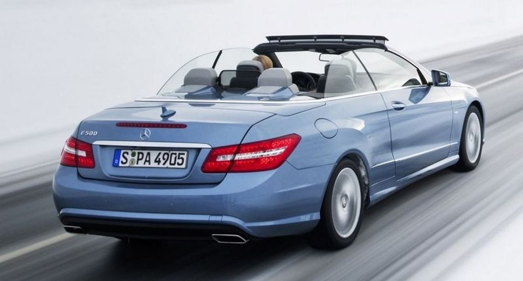 VINTERTIDER HEY-HEY: Her er Mercedes E-klasse kabriolet.