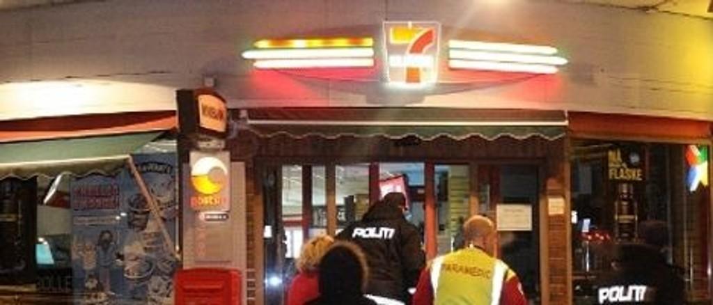 Det tok tre timer før den ansatt ved 7-Eleven-kiosken ble sluppet fri av politiet.