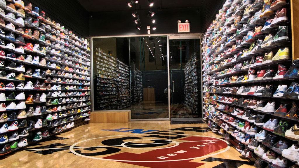 Flight Club er paradiset for alle samlere av sneakers. Fra gulv til tak finner du de «hotteste» skoene fra i går, i dag og i morgen.