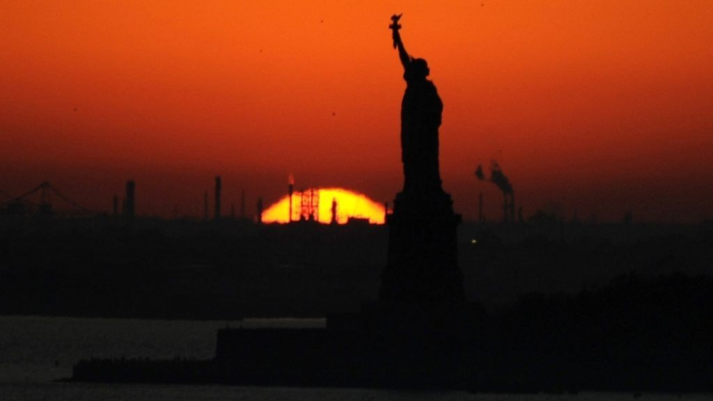 Solnedgang Statue of Liberty New York Empire