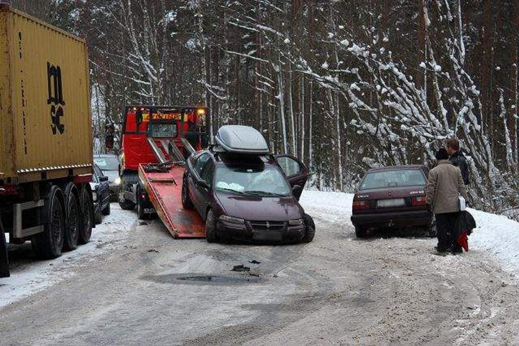To biler måtte fjernes av Viking etter kollisjon i Ravnåsveien på Holmlia søndag formiddag.