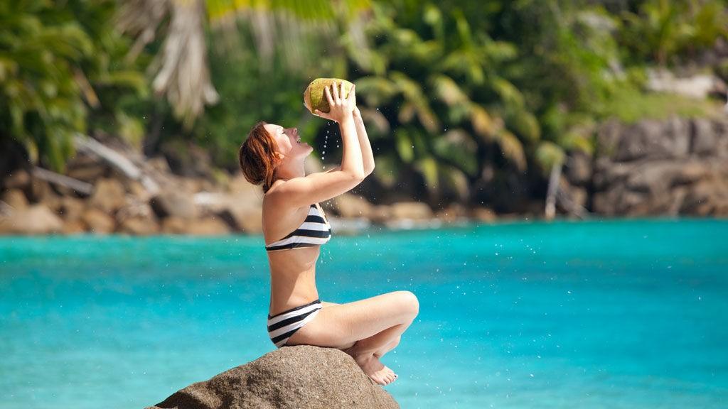 Enten du drømmer om en tropisk ferie eller en fjern by, trenger det faktisk ikke å være så dyrt selv om du reiser langt.