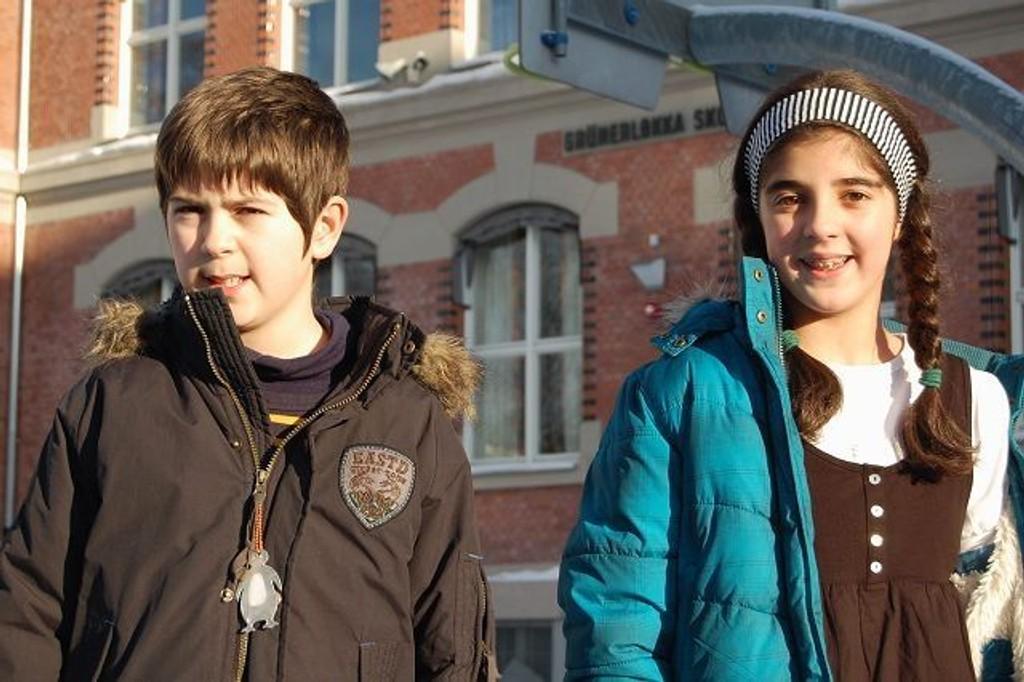 – Skolen vår er nå den fineste i Oslo, mener Dunia Ballaghech og Isak Prinos. FOTO: Anita Bakk Henriksen