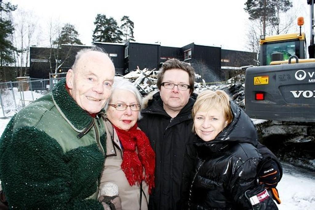 Parene Axel Holm/Reidun Kagge Holm (t.v.) og Karl Petter Hjellen/Kirvil Gravningsmyr må vente lenge før de får flytte hjem til ny bolig. Foto: Ivar Brynildsen