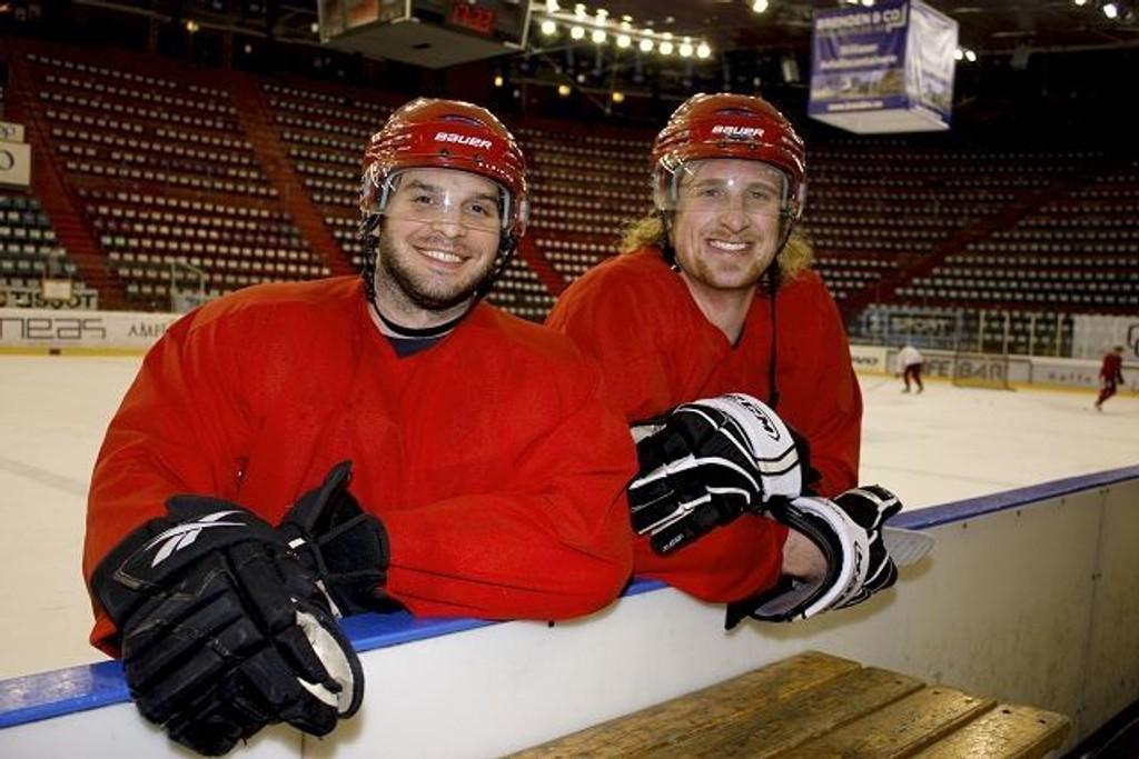 Bidrar: (F.v.) Eric Werner (27) fra USA og Shay Stephensen (26) fra Canada er klare for å bidra både på isen og i garderoben. Foto: Carina Alice Bredesen