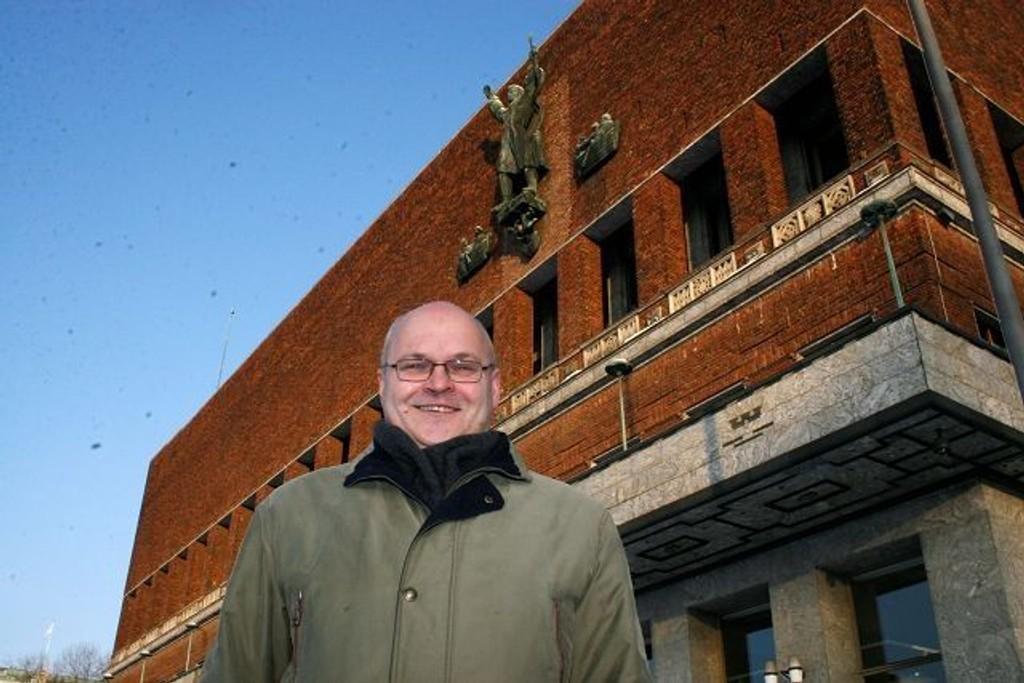 Øystein Sjøtveit har 20 år bak seg med politisk arbeid for Frp. Nå skal han bistå næringen.