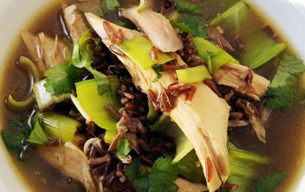 VOILA: Hønsesuppe med brun ris