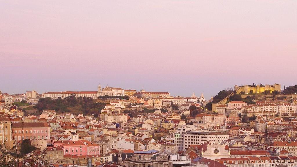 Lyset leker med Lisboas nabolag.