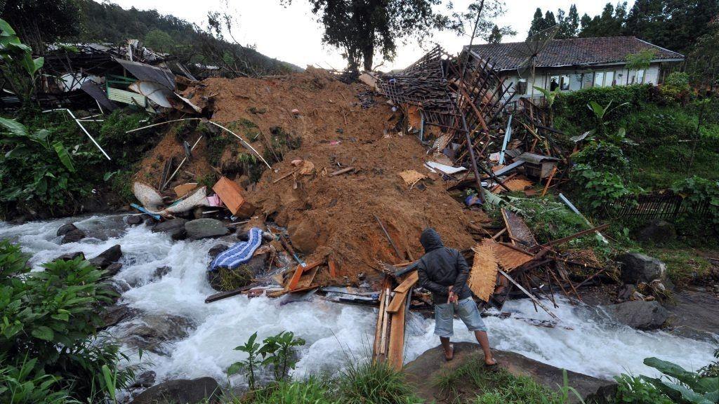 15 omkom i jordskred