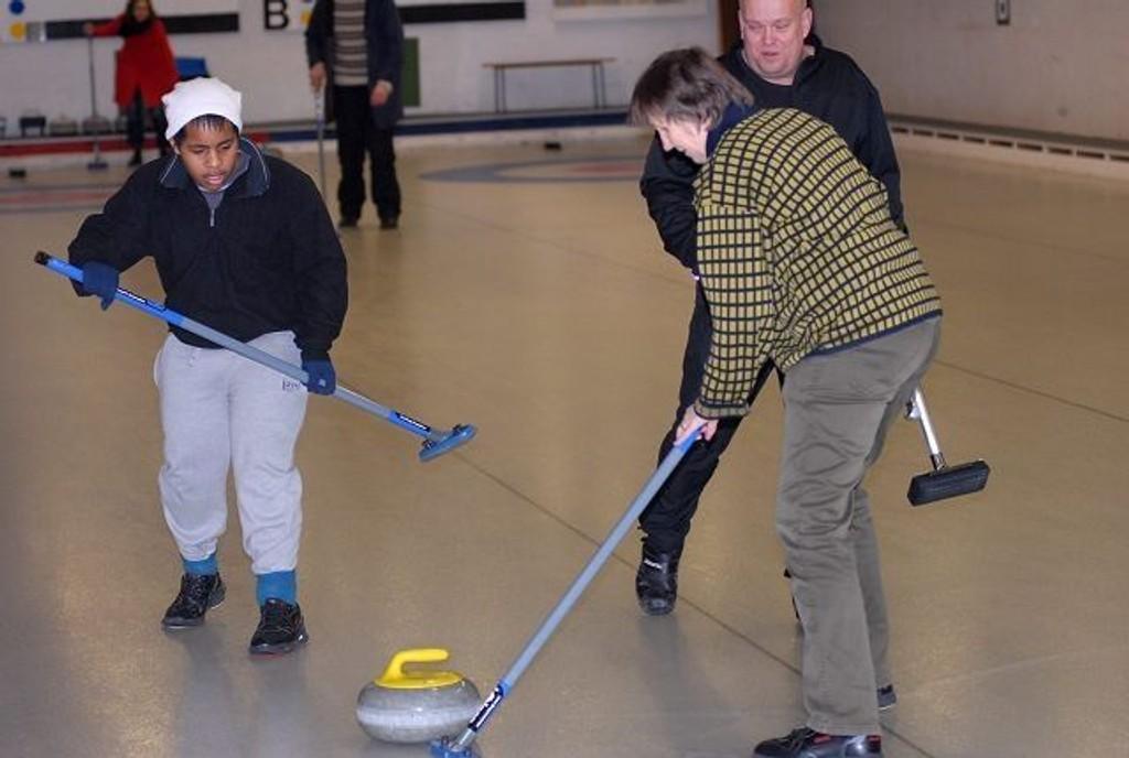 Didi Assefa og Torunn Leiknes kostet det de orket i curlinghallen på Bygdøy.