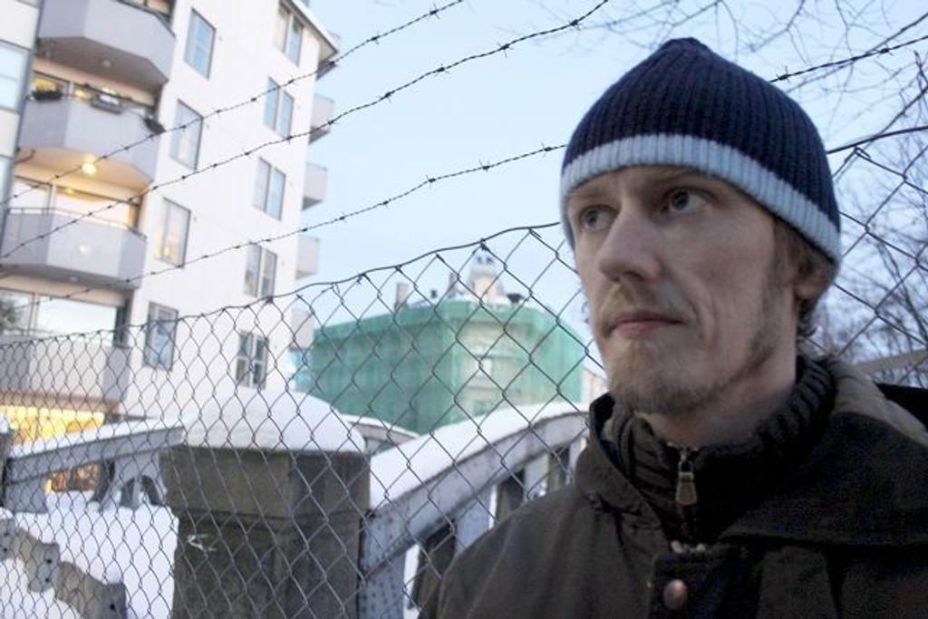 Olaf G. Alteren et flaskekast unna sitt hjem på Vika, vel vitende om at virkeligheten er annerledes for mange. FOTO: Erik Tangen