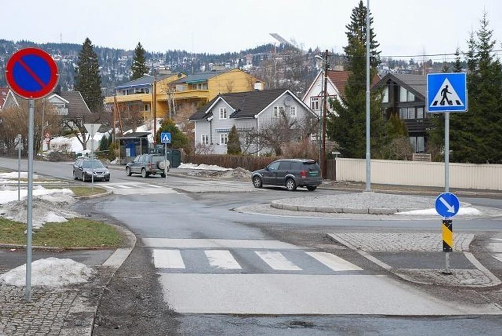 På oversiden av rundkjøringen der Vækerøvein og Sørkedalsveien møtes, kommer den nye bomstasjonen. Foto: Vidar Bakken