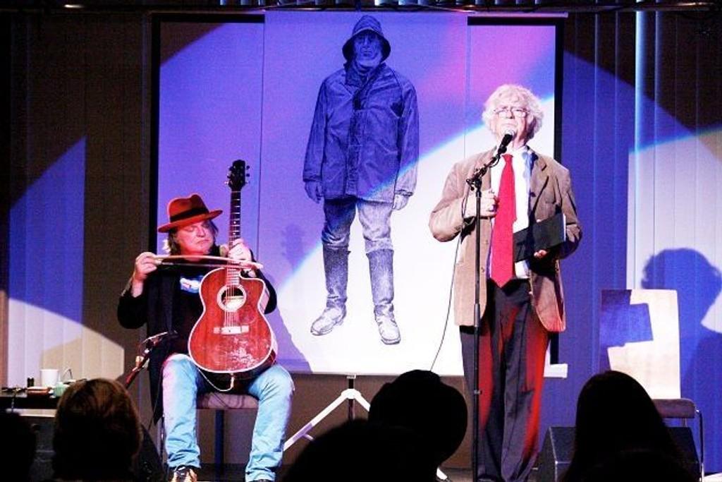 Tre barskinger på intimscenen på Nedre Fossum. En musiker, en kjent roer og en poet. Fra venstre Knut Reiersrud, Terje Vigen og Jan Erik Vold.