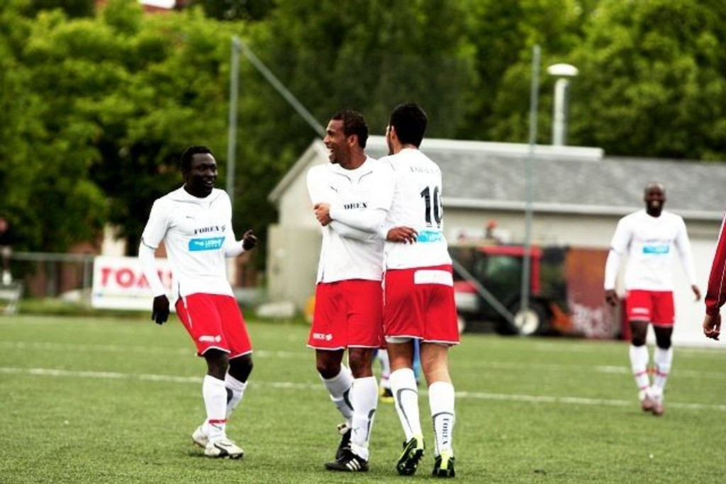 Oslo City-spillerne kunne juble da opprykket til 2. divisjon ble sikret. I år får laget tøffere motstand.