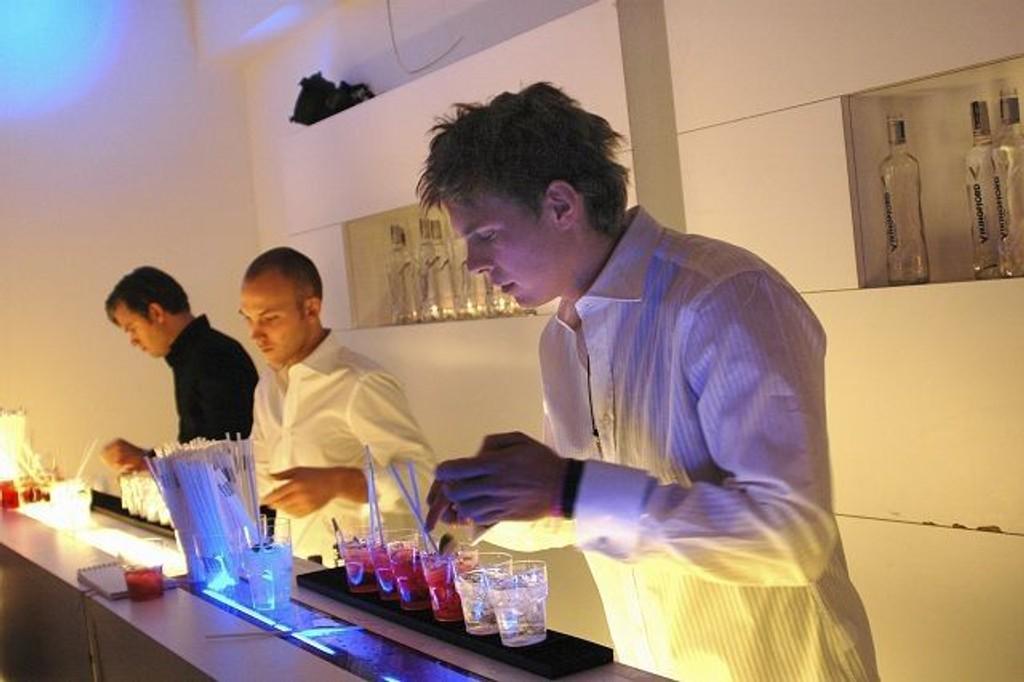 Mange bartendere frykter å miste jobben dersom Regjeringens foreslåtte lovendring blir vedtatt. ILLUSTRASJONSFOTO