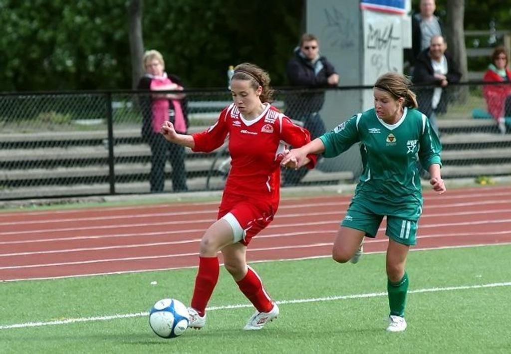 Marit Sørvig slet med å henge på Sandvikens Melissa Bjørnesøy, som har åtte scoringer i år.