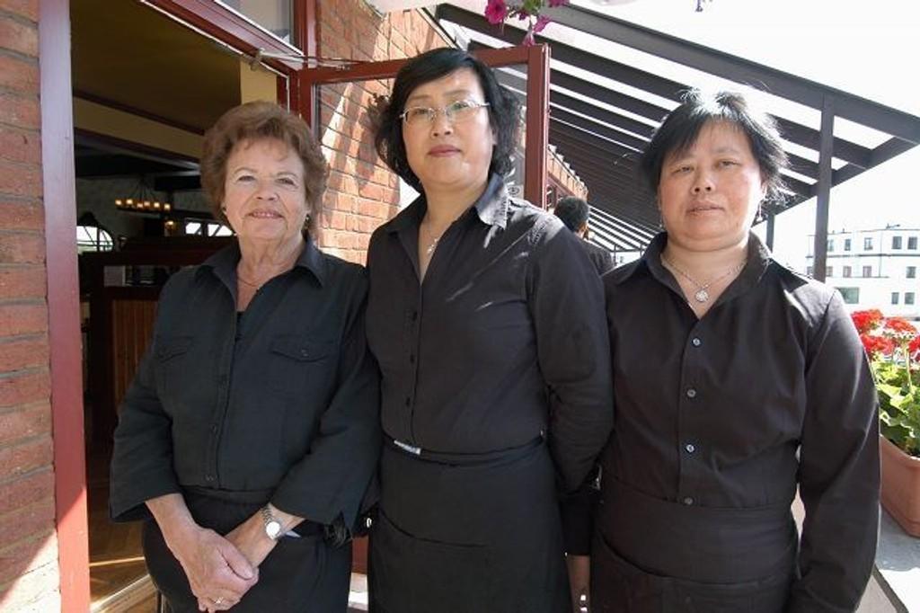 Reidun Ilseng, Haifen Qian og Sumei Zhu ønsker alle velkommen. FOTO: ELISABETH C. WANG