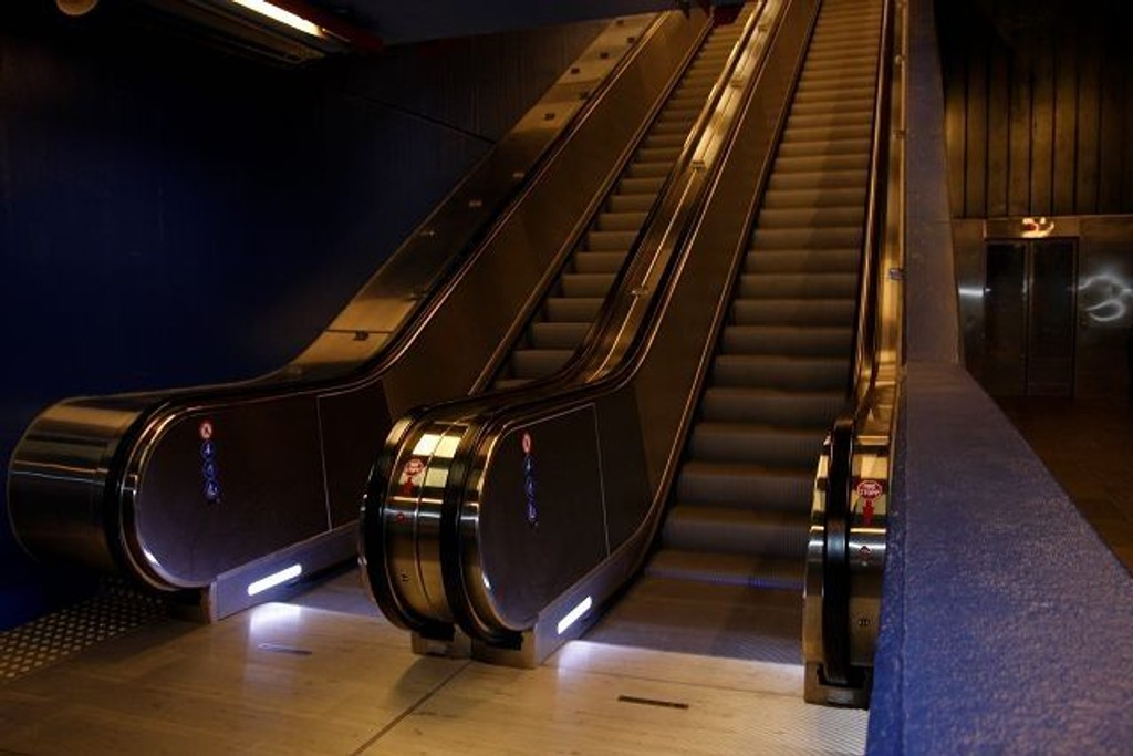Det norske selskapet som leverte den nye rulletrappa på Vestli avviser feil ved trappa. Foto: Anita L. Hanken.